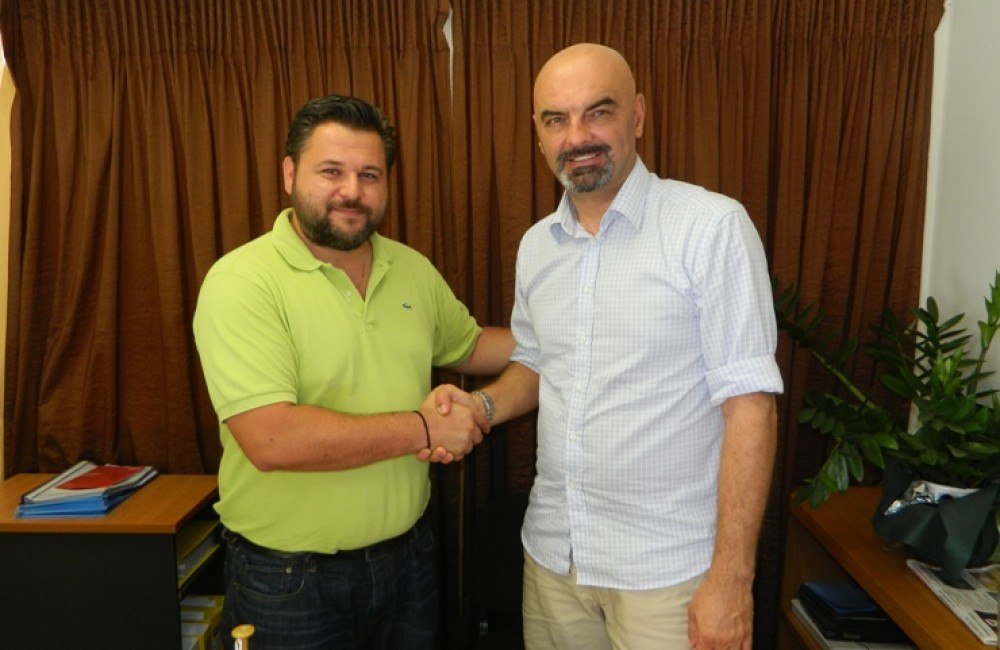 Έναρξη συνεργασίας με τον Γιάσμινκο Βέλιτς